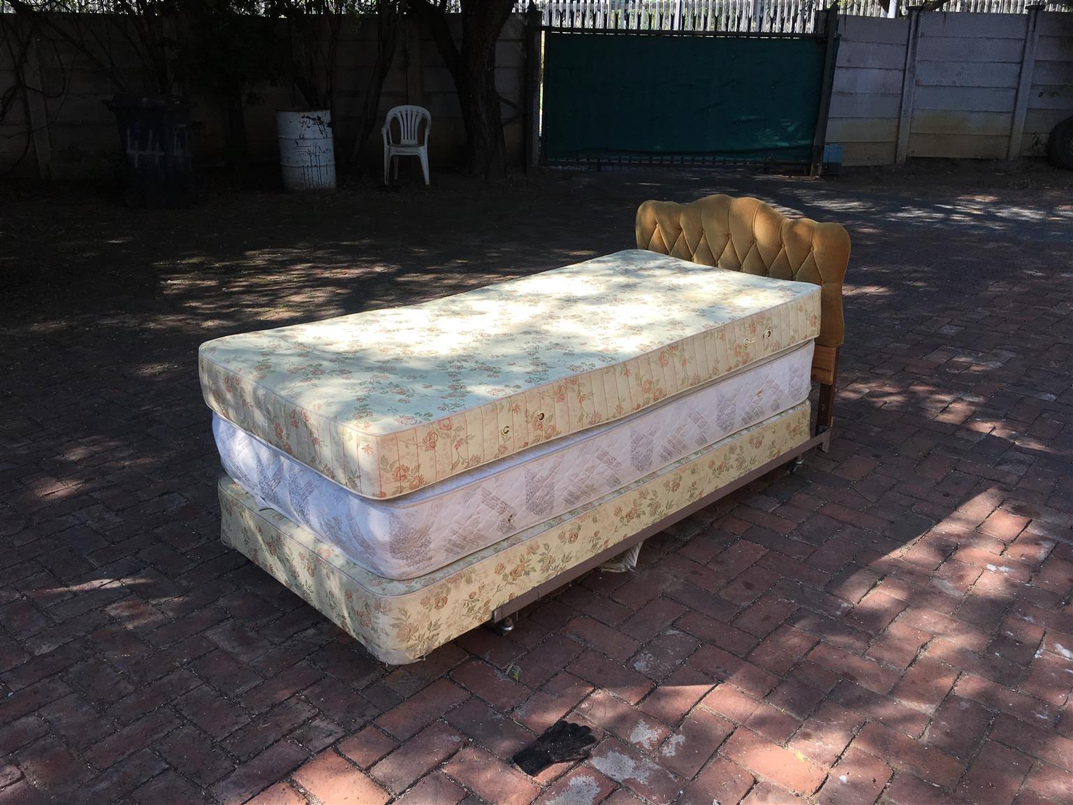 Single size bed (steel frame)