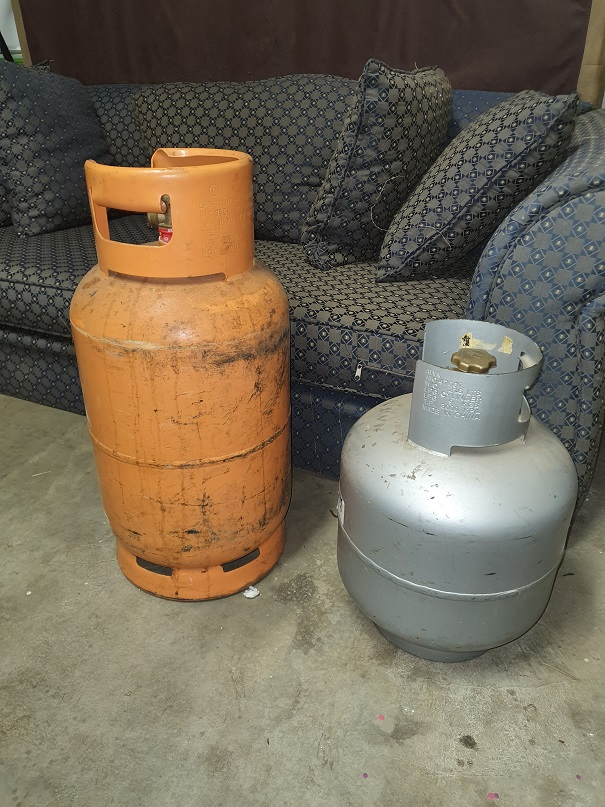Empty gas cylinders 9 & 15kg
