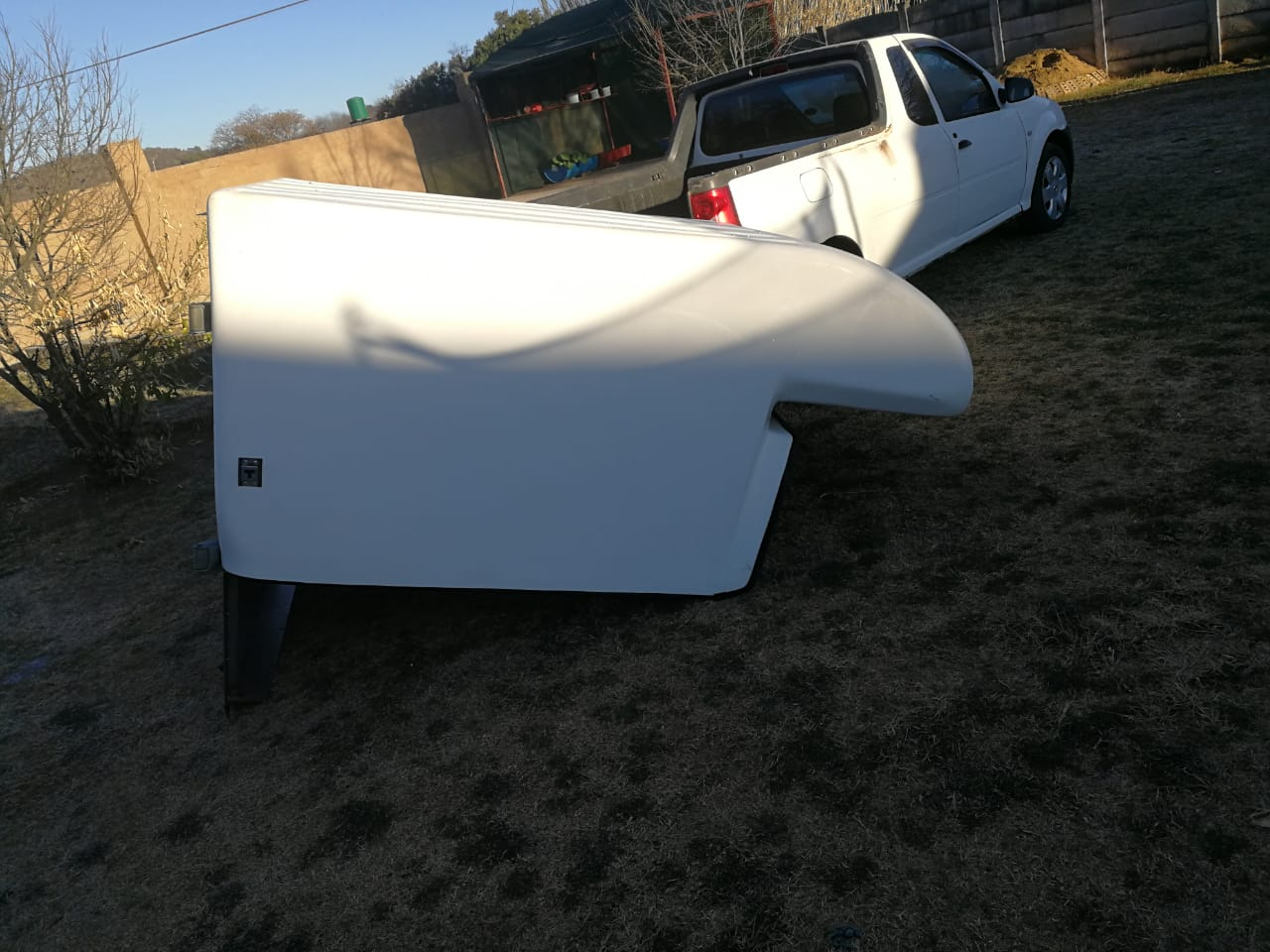 IM SELLING NISSAN  NP200 CLOSED CANOPY LOCKABLE