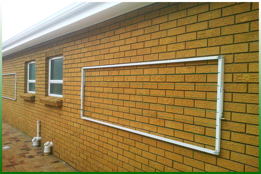 Spacesaver wall mounted fold down washlines