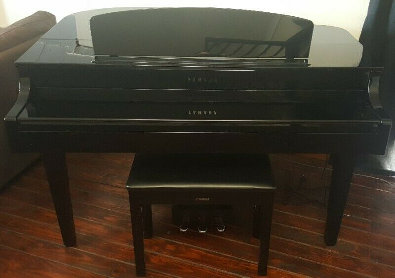 Yamaha CLP665GP Digital Grand Piano with Bench in Polished Ebony