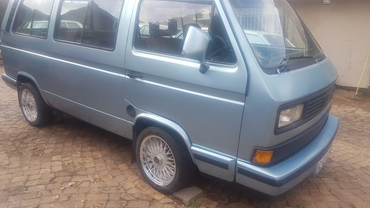 VW MICROBUS (KOMBI)