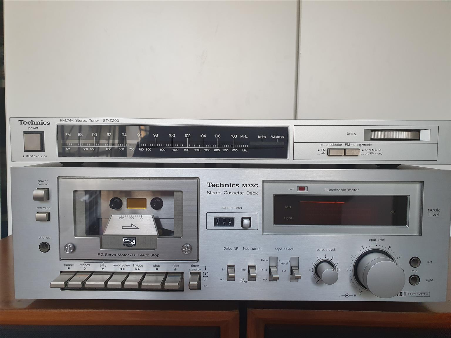 Technics SU-8044 Intergrated Amplifier with Technics M33G Tape deck and Technics ST-Z200 Turner.