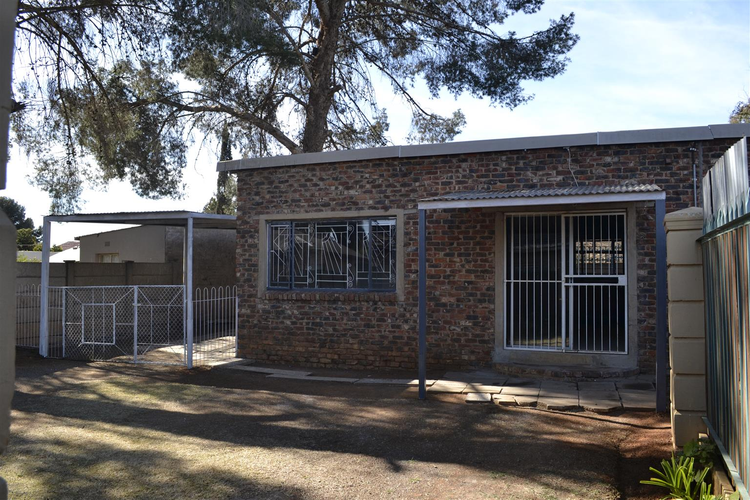 Subdivision with 2 bedroom house/flat for sale - PRICE REDUCE , O.N.O.