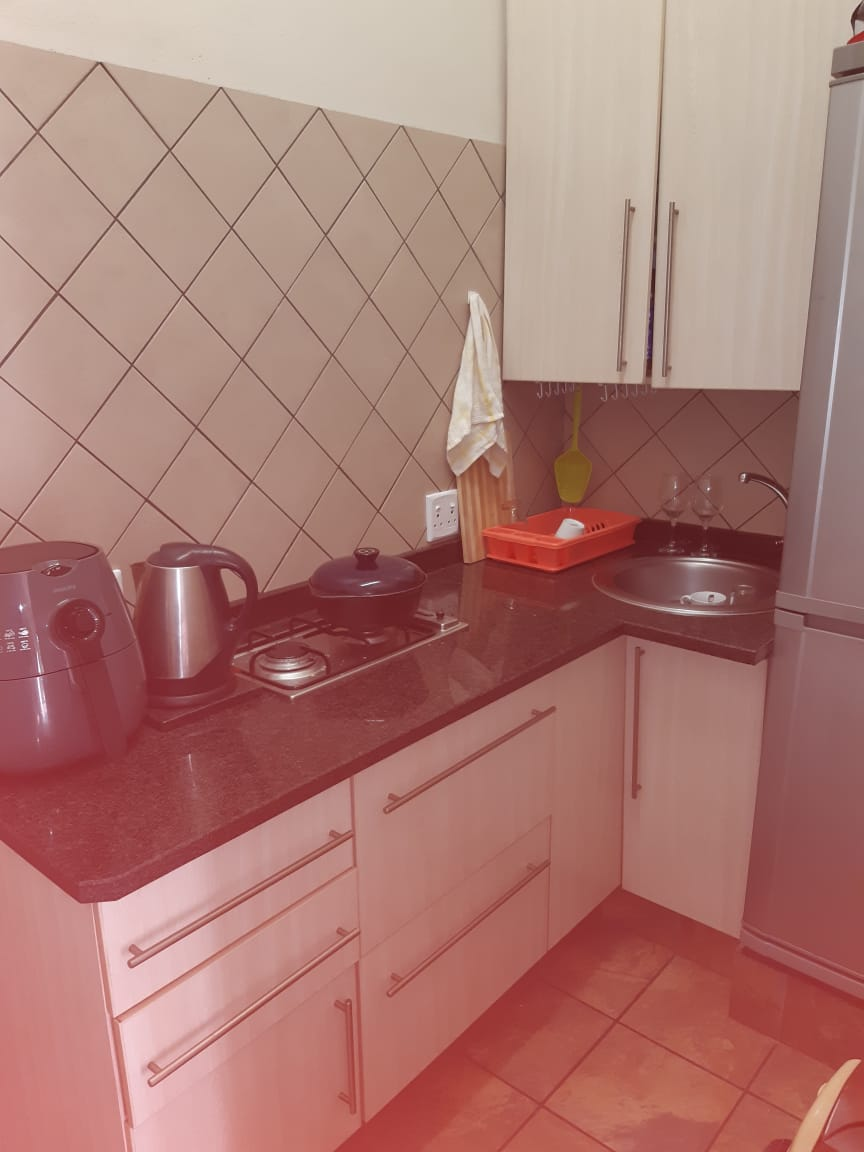 One bedroom cottage with small garden to let on plot in Benoni Small farms