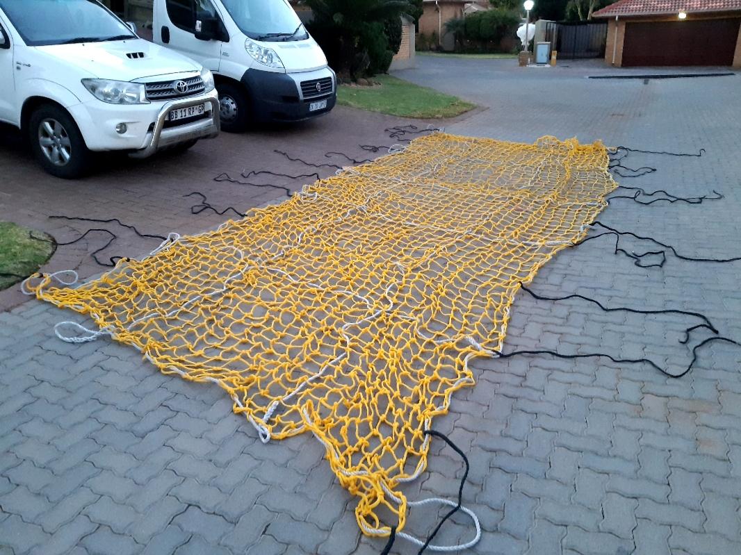 2 cargo nets, excellent condition, 8 m x 3 m