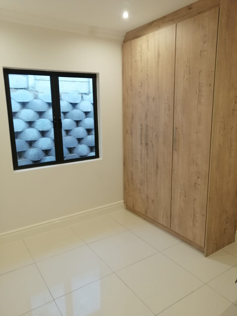 Stunning 3 Bedroom simplex in Hillary/Malvern