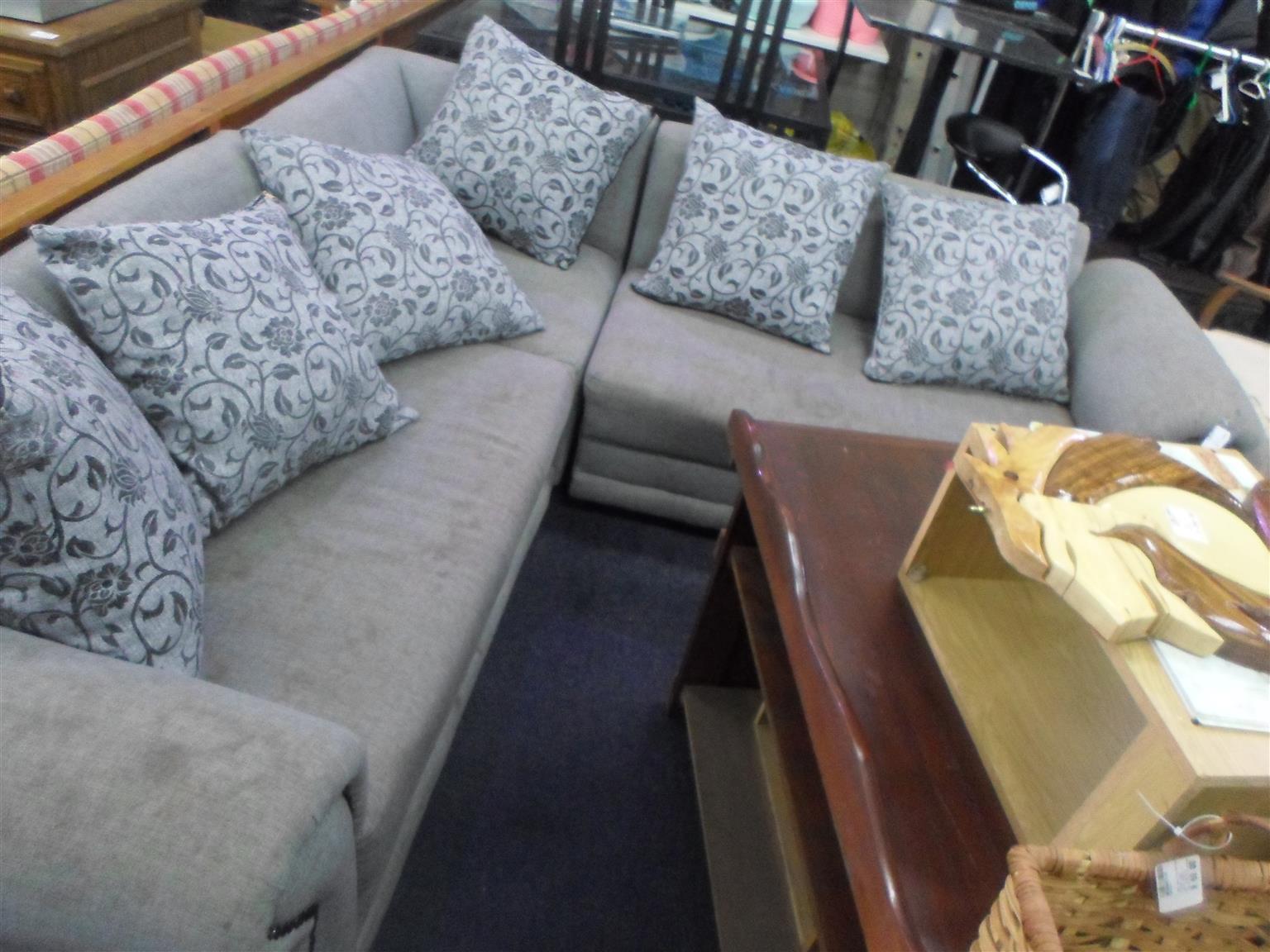 5 Seater L-Shape Lounge Suite