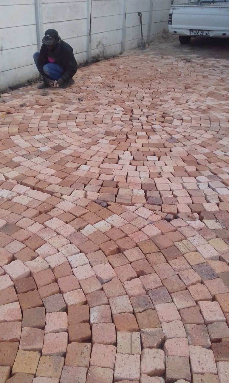 HALF BRICK PAVING CIRCLES