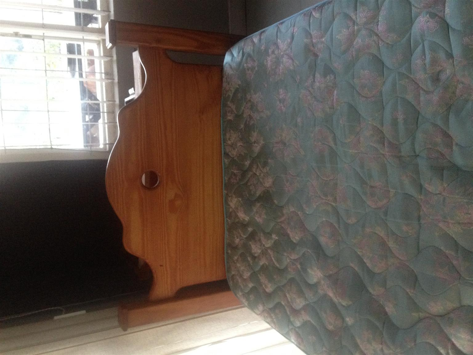 Stunning single bed for sale