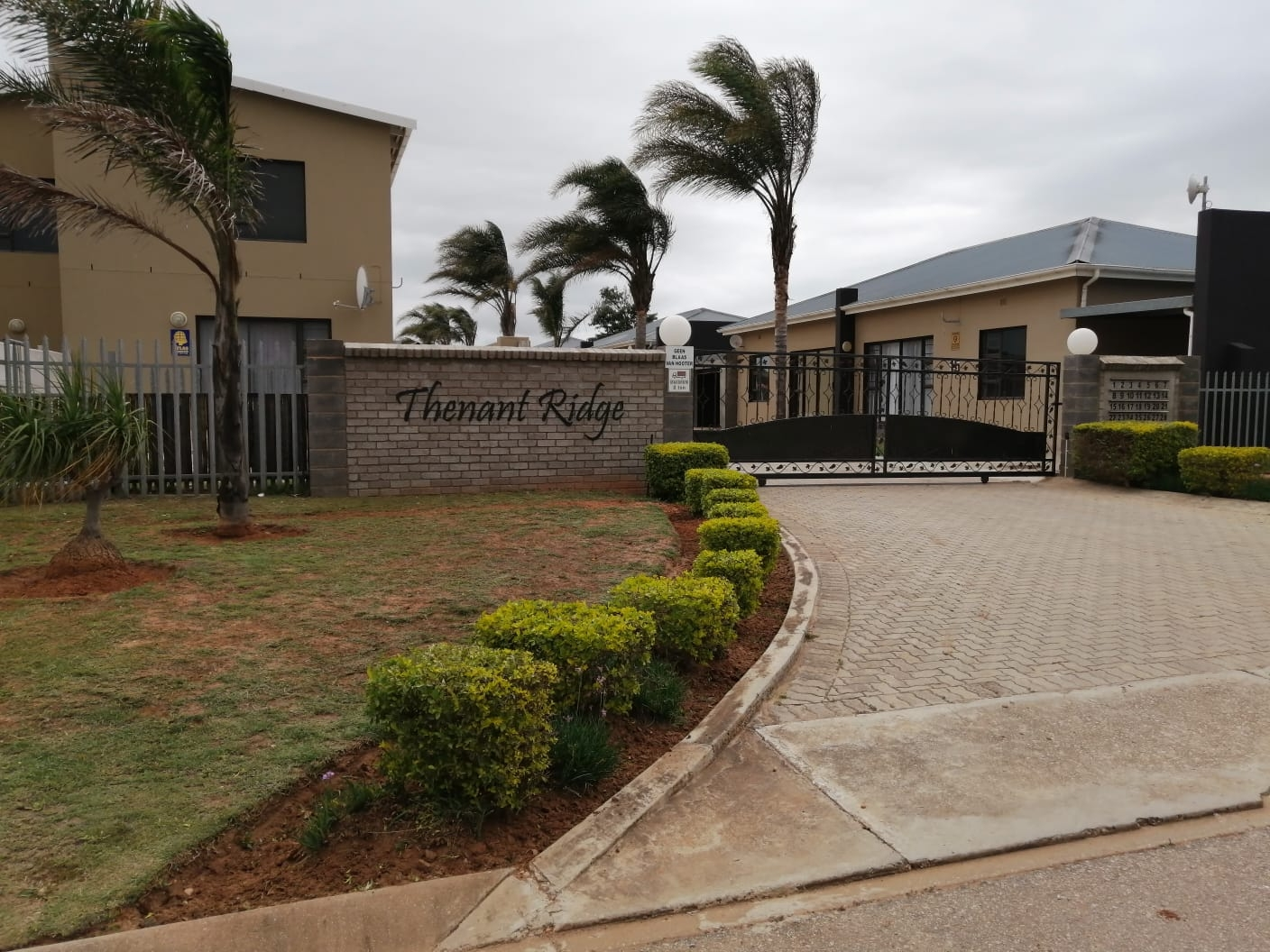 Townhouse For Sale in Campher Park