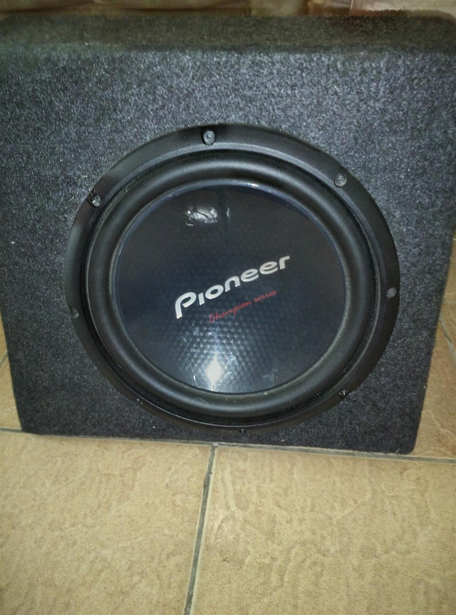 Pioneer 10 inch Sub with carpeted box