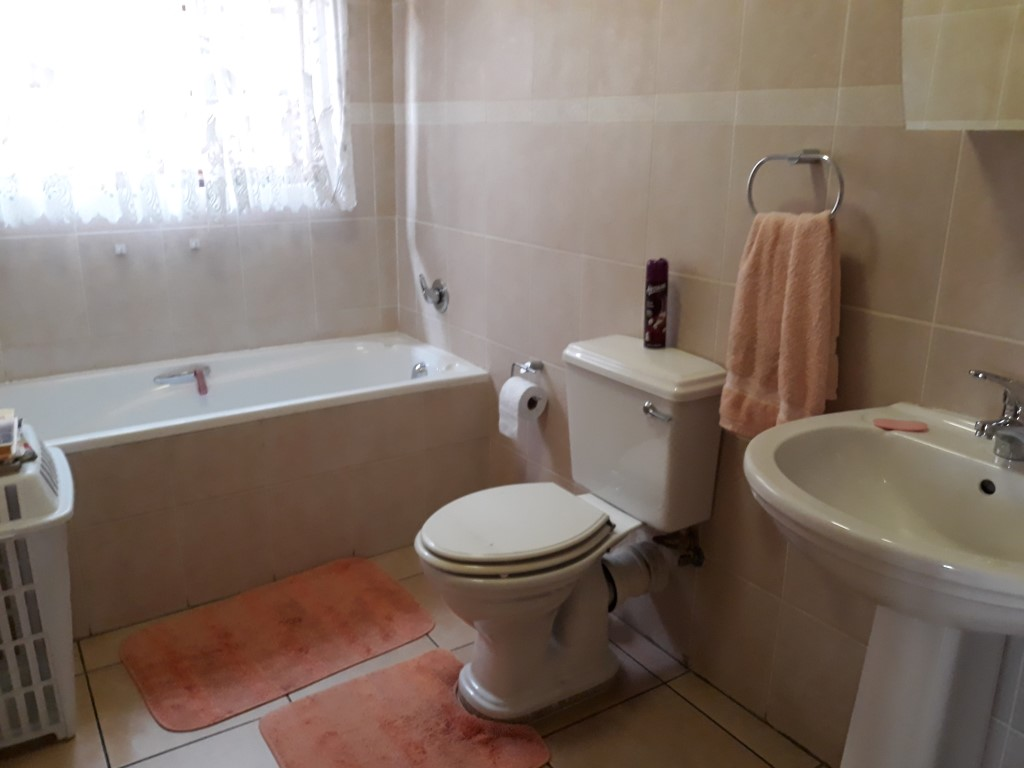 Townhouse For Sale in New Redruth