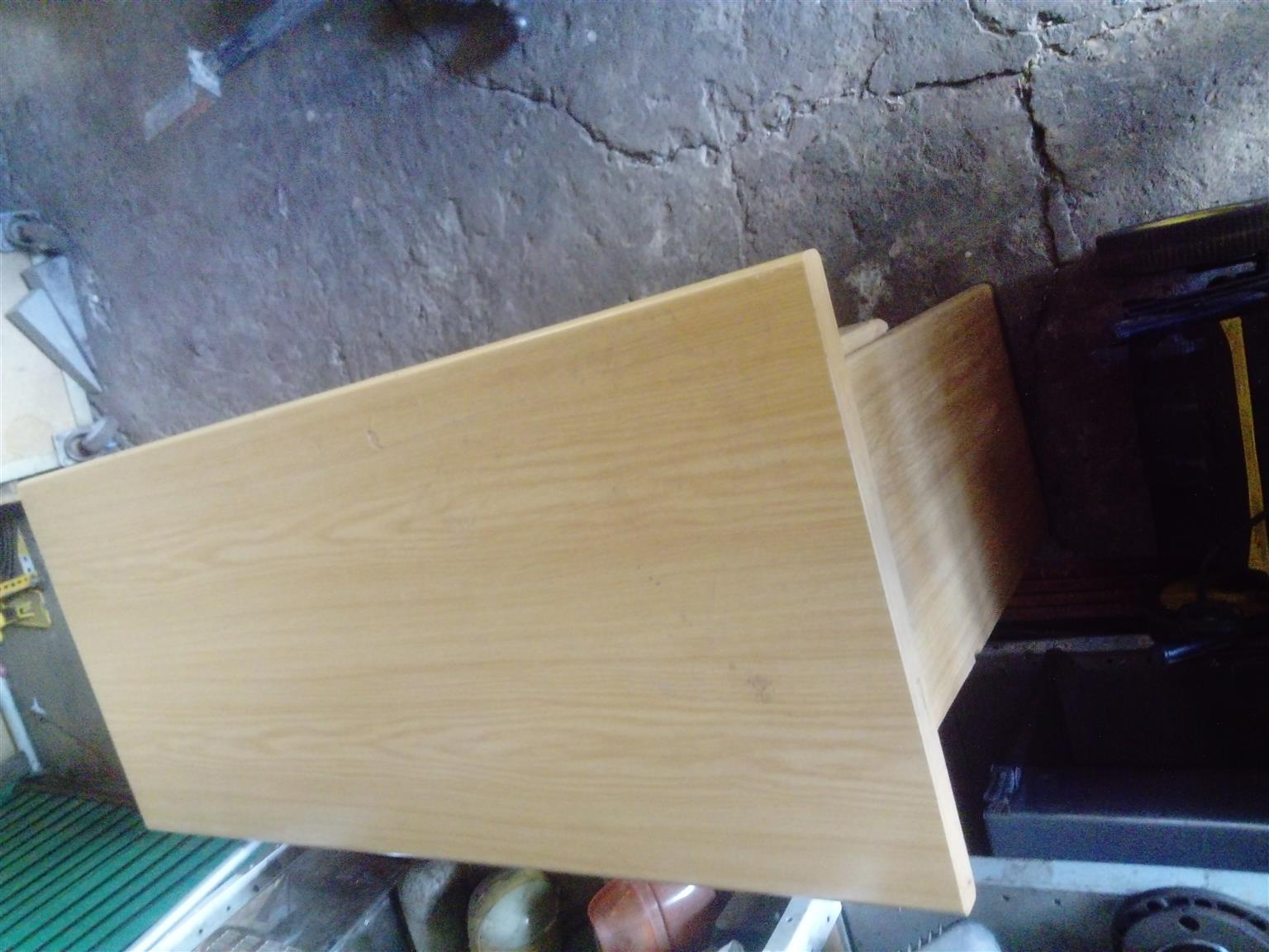 Desk. Computer Office Desk R 250. Uitenhage