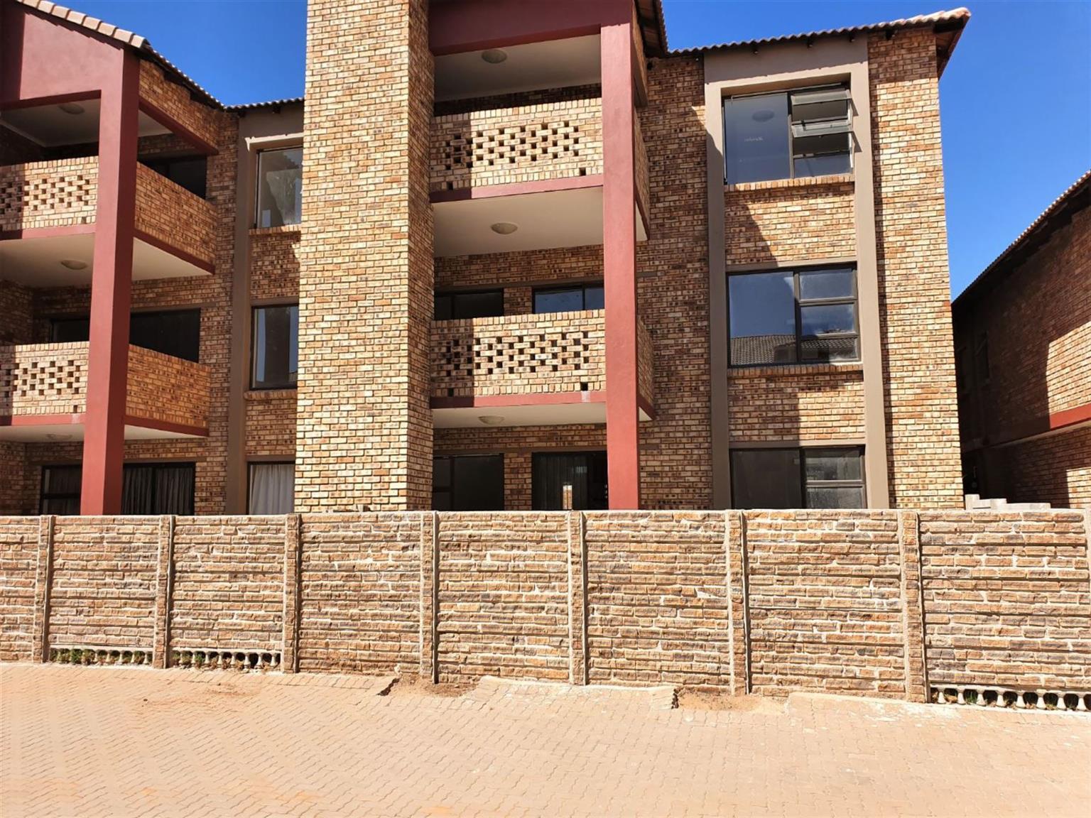 Townhouse Rental Monthly in RASLOUW