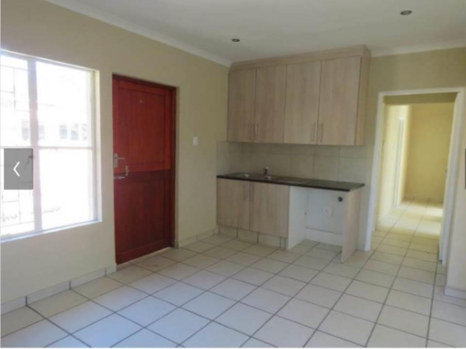 Jukskei Park - 2 bedrooms 2 bathrooms showers only cottage available R6900