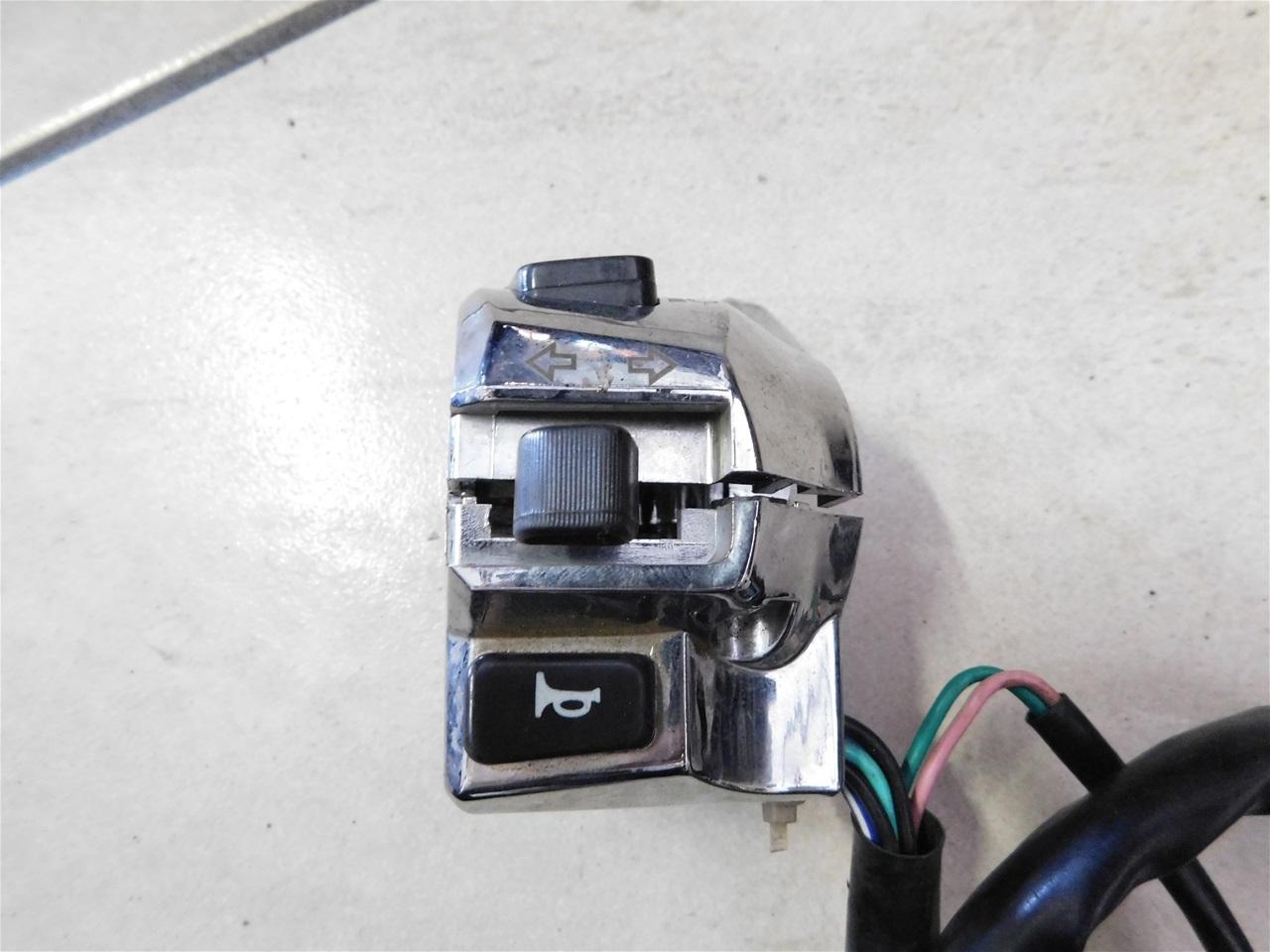 AA7.11 Regal Raptor 350 left switch