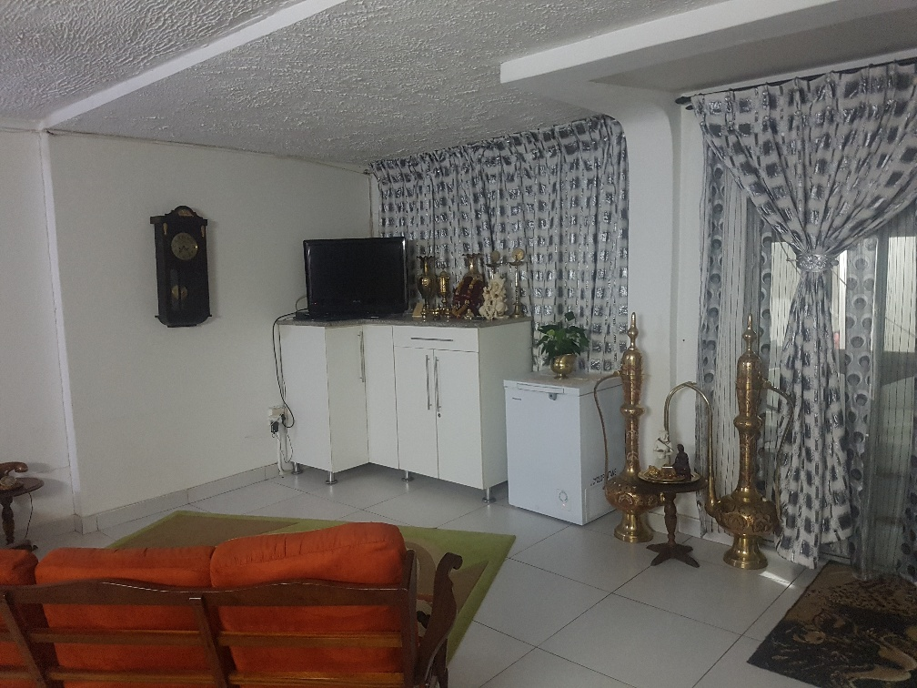 3 Bedroom duplex with 1 bedroom granny flat in Woodview