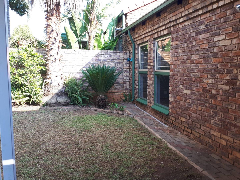 Townhouse Rental Monthly in Die Hoewes