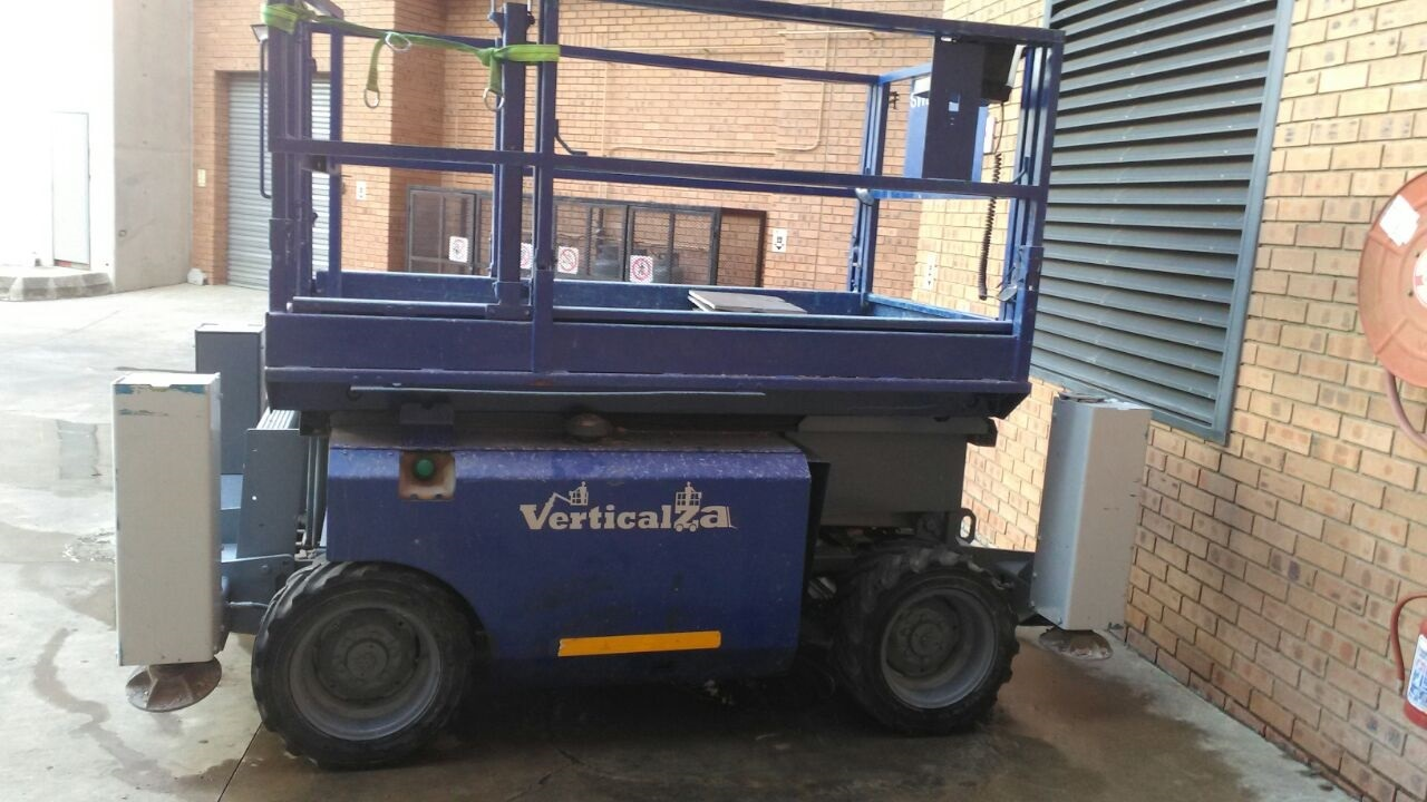 VerticalZA Scissor Lift Genie GS-2668 - 10m Diesel cherry picker Manlift