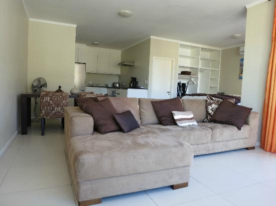 gardens one bedroom apartment to let from april