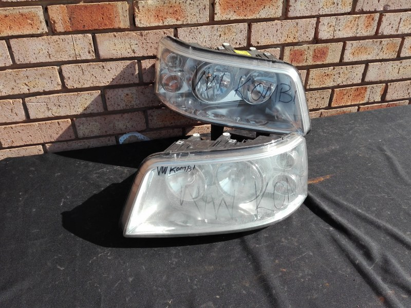 Volkswagen Kombi Transporter T5 Headlight