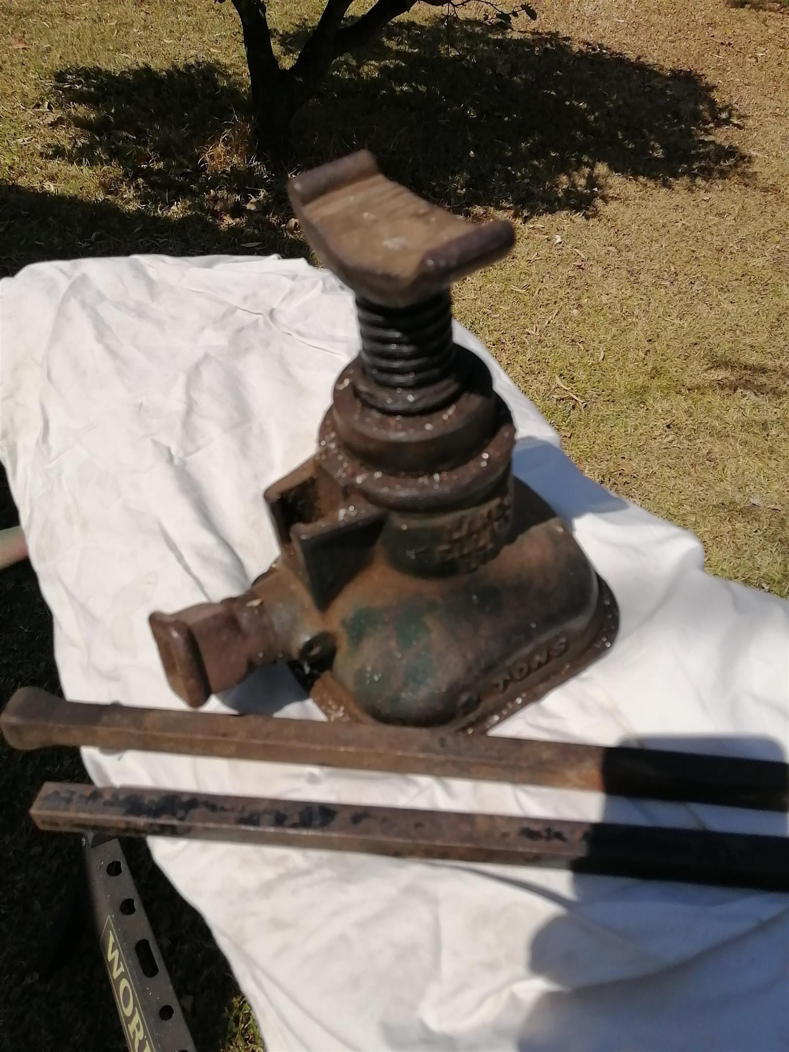 Screw Jack (Domkrag)... Antique