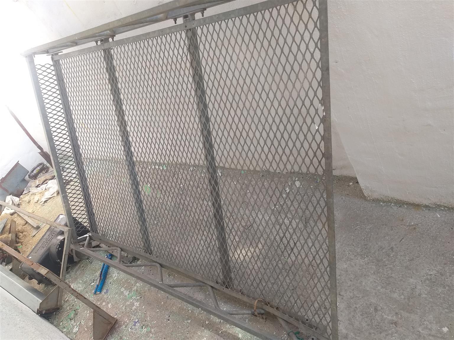 1400 nissan galvanised  steel canopy