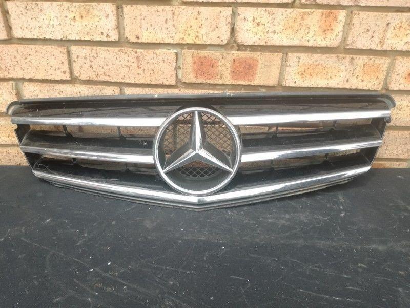 Mercedes Benz C class W204 Main Bumper Grill