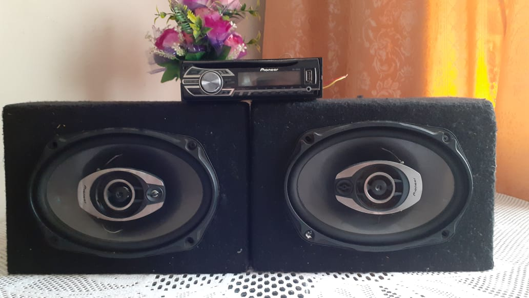 Pioneer usb aux cd fm loader n a nice set of 6x9 in boxes