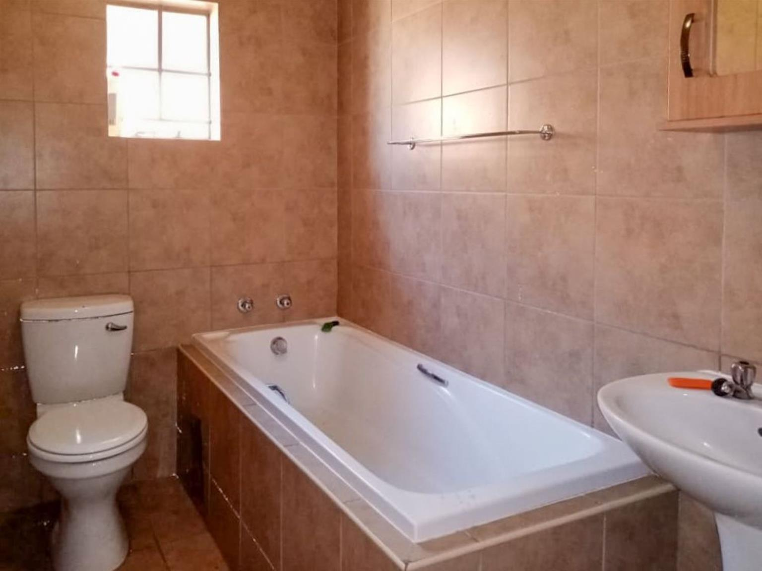 House For Sale in Thatch Hill Estate