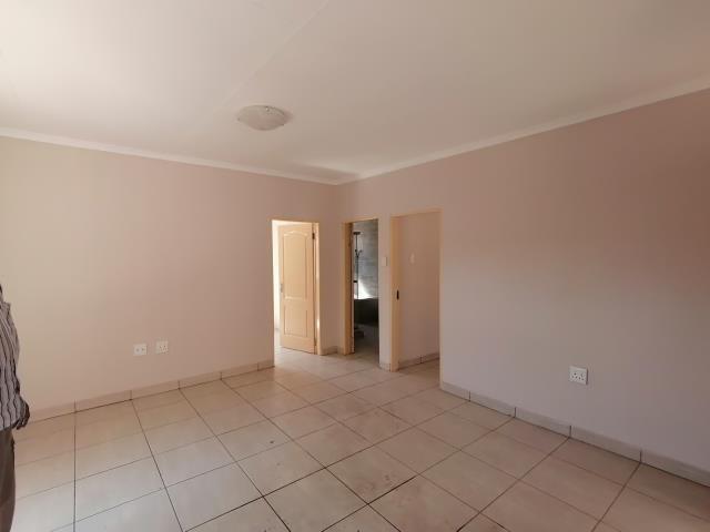 2 BEDROOM HOUSE TO RENT IN NATURENA R6000