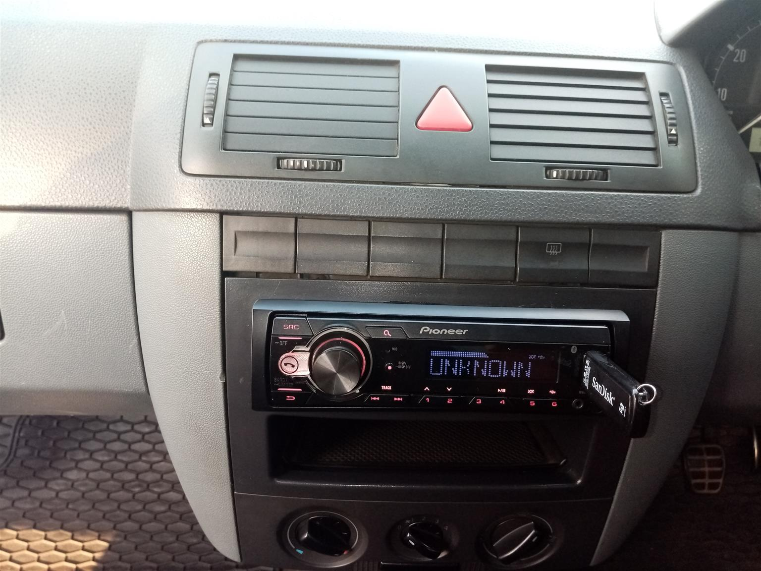 Citi golf 1.4i 2008 model, full injection, smash and crab applied to glass,
