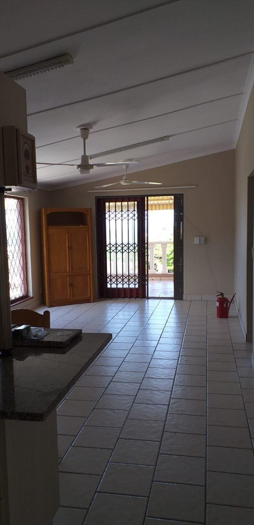 Townhouse For Sale in Hibberdene