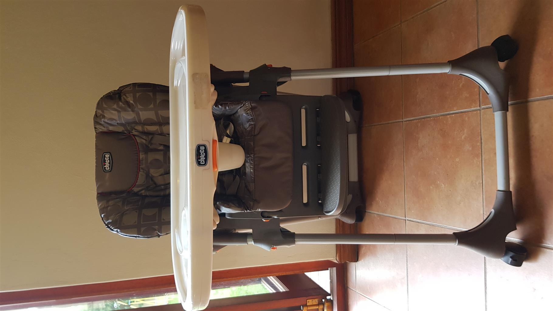 Chicco Polly 2 in 1 High Chair with food tray
