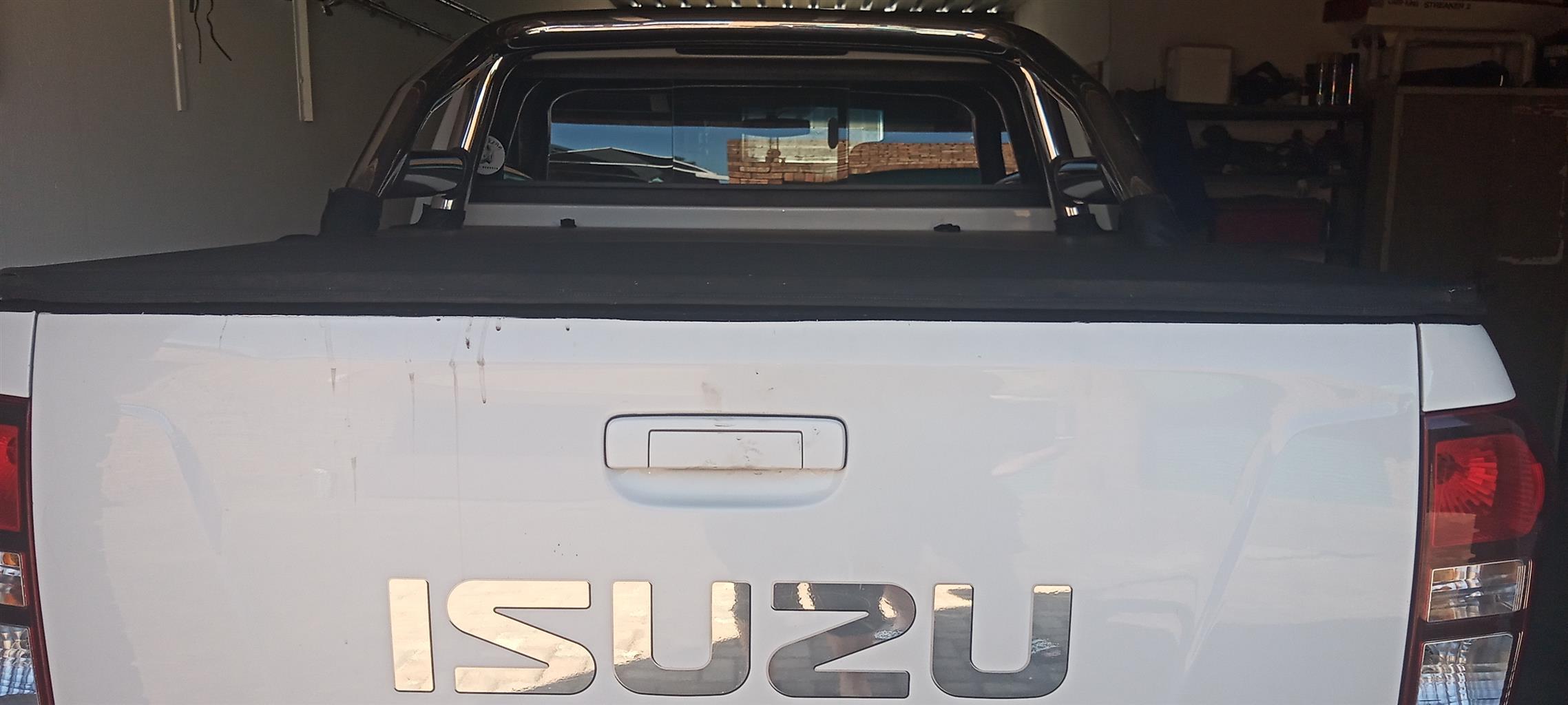 Izuzu double cab rollbar and flip cover