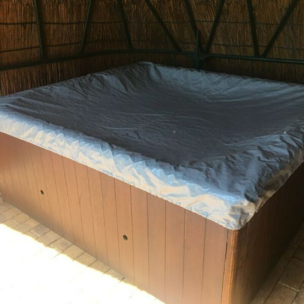 Jacuzzi 6 - 8 Seater In Wooden Frame
