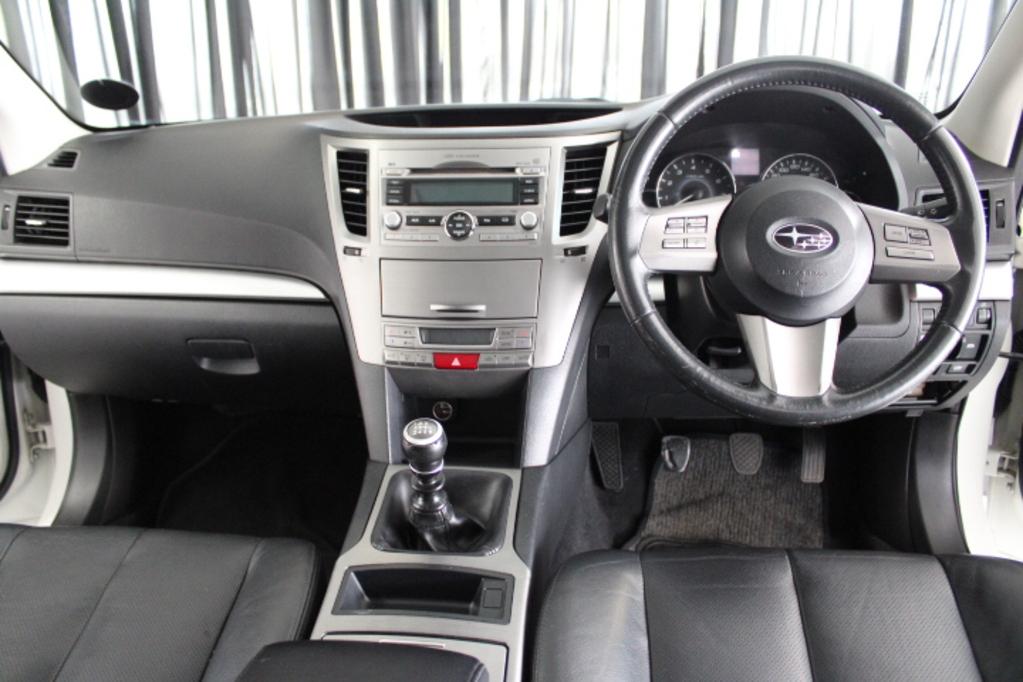 2010 SUBARU LEGACY 2.0I PREMIUM -  163180 km -  Manual - Petrol - Sedan - 4 Door