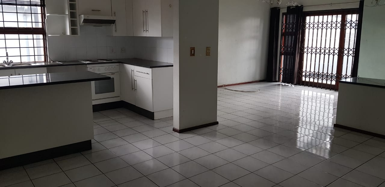 Apartment For Sale in Lakefield