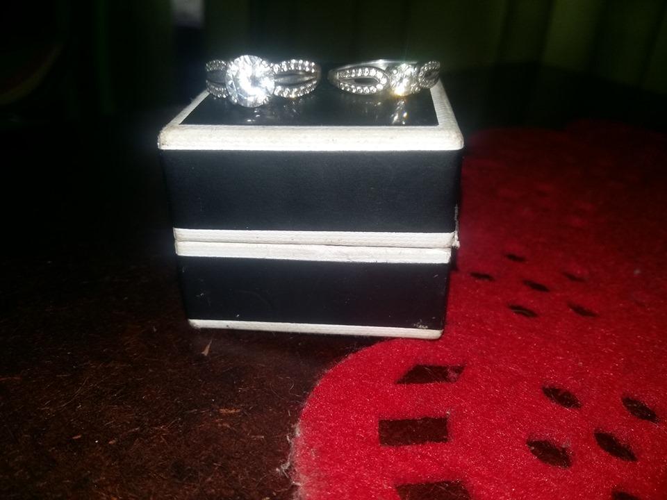 2 sterling silver verloof ringe.