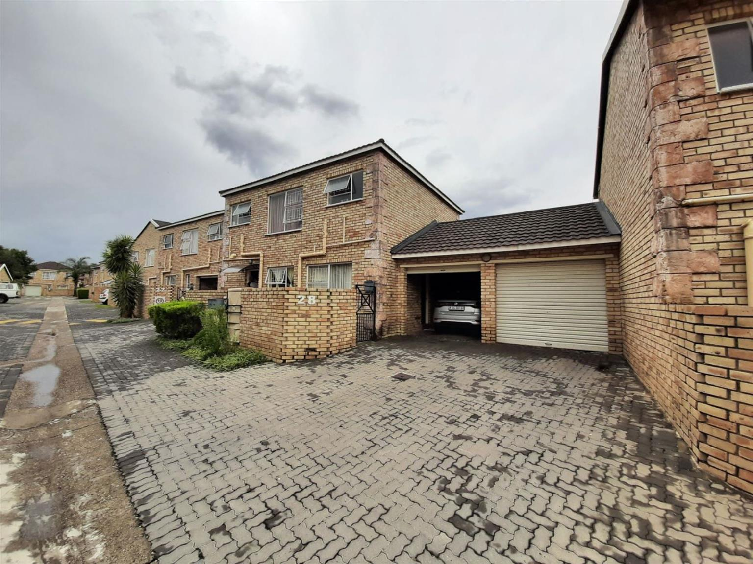 Townhouse For Sale in WILGEHEUWEL