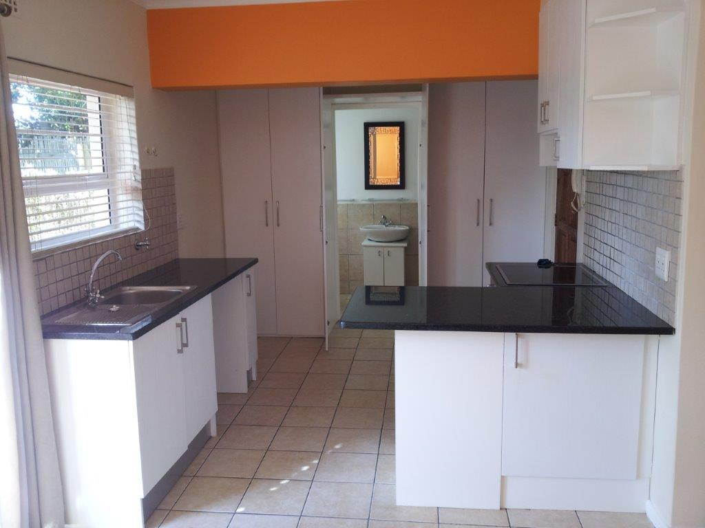 ROSEBANK - STUDIO APARTMENT