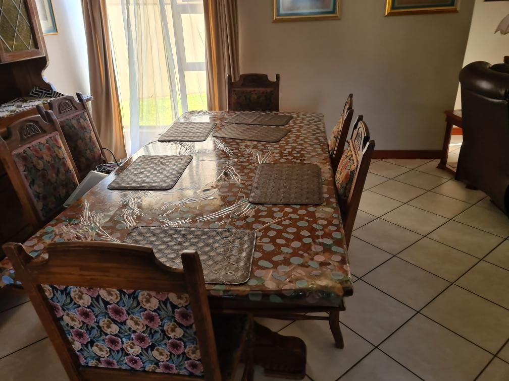 11 Piece Oak Dining Room Suite & Side board