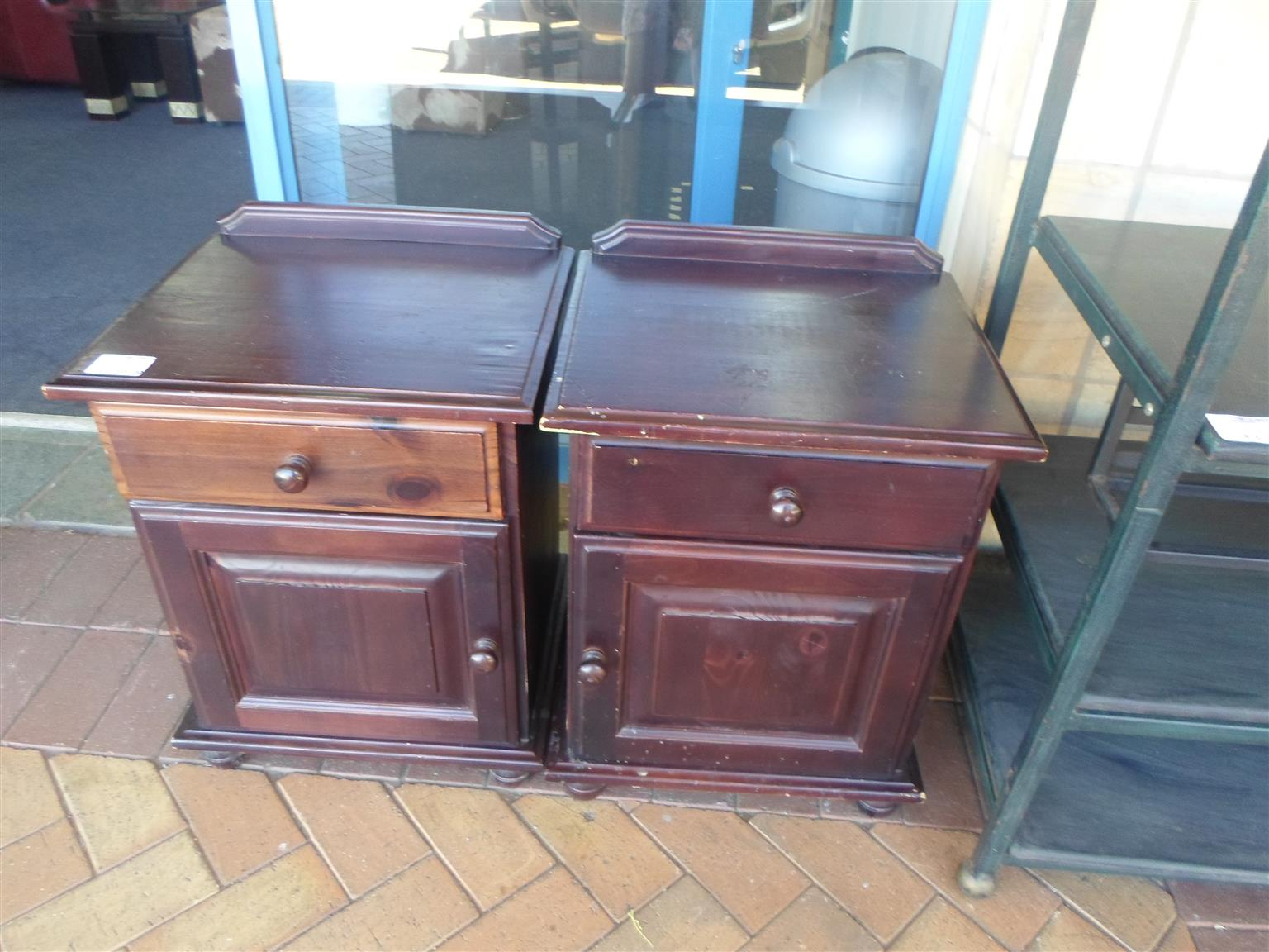 2x Wooden Bedside Tables