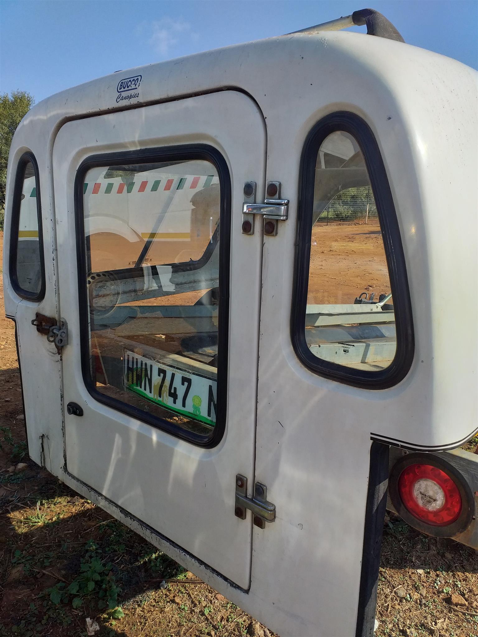Nissan 1400 - Bucco Canopy