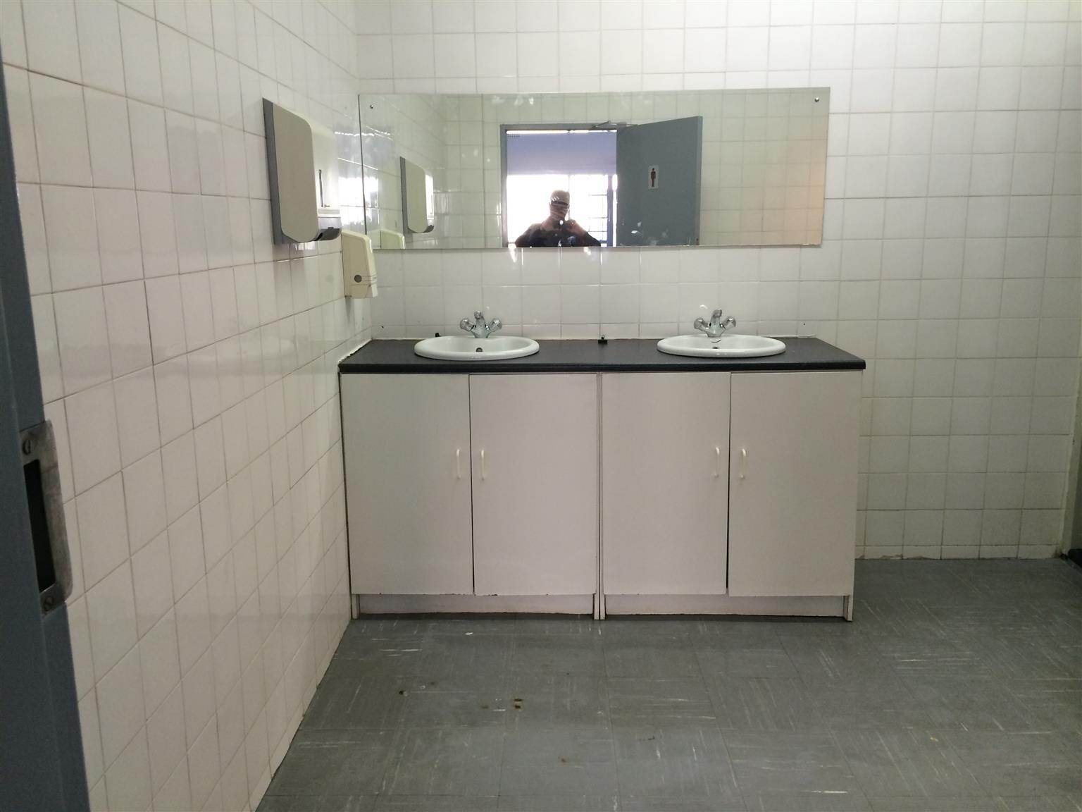 No Deposit No Reg Fees Just Pay rent and move R2400 - Melville Auckland Park Furnished rooms