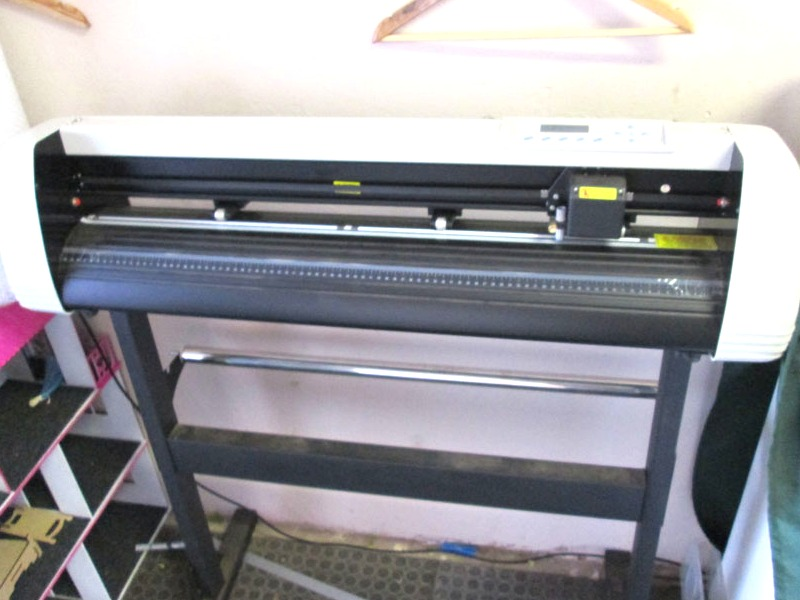 V-1703 V-Series High-Speed USB Vinyl Cutter, 1700mm Working Area, FlexiSIGN Software Vinyl