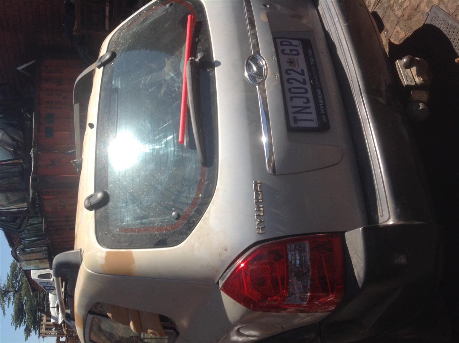 Stripping Hyundai Tucson 2004 for Spares