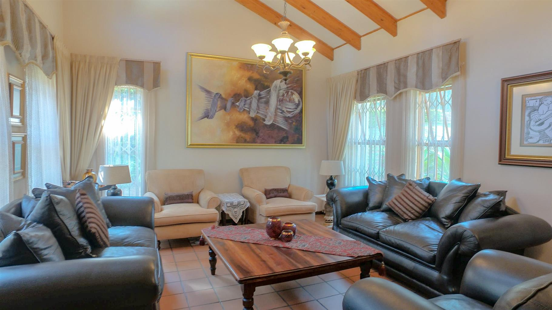 A COSY 5 ROOM FAMILY HOME - AN ENTERTAINER'S DELIGHT