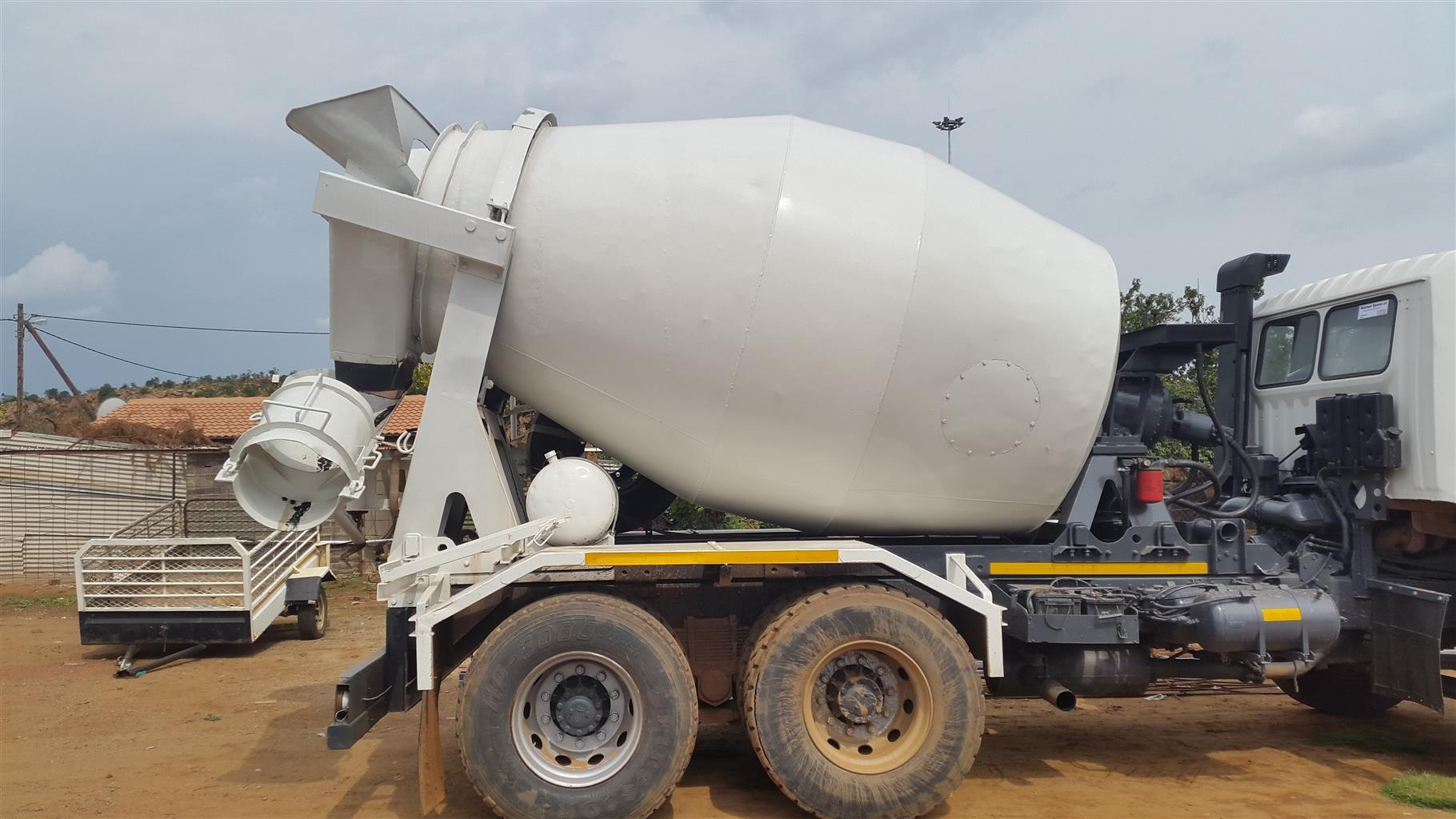 Hino 6 cubic meter cement mixer truck R330 000.00